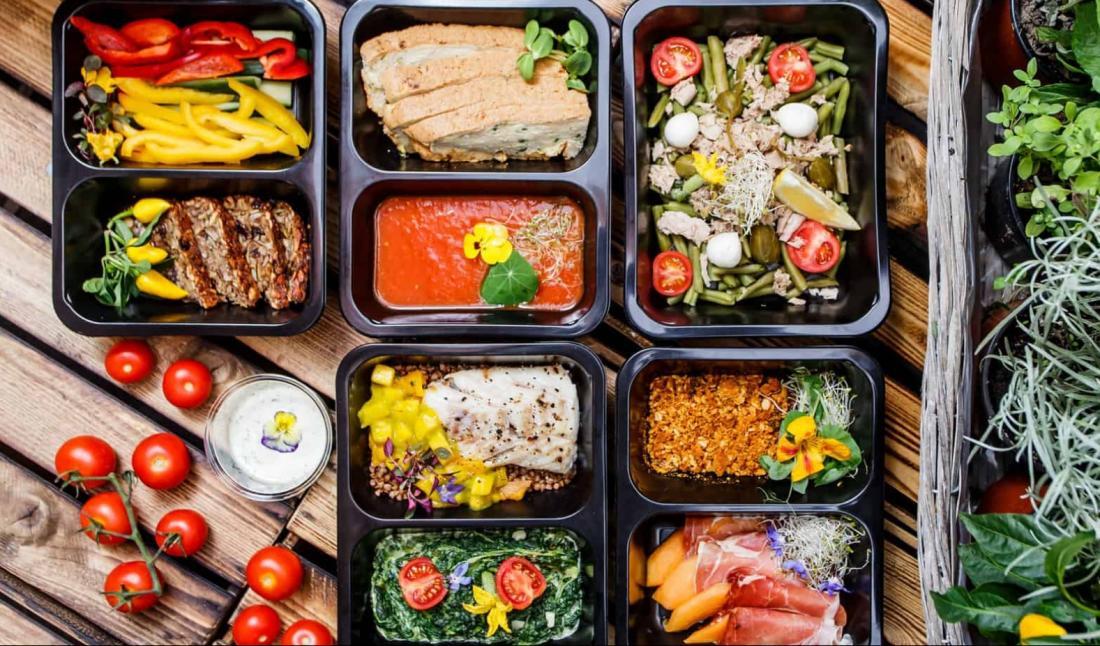 Доставка еды в СПб: особенности и преимущества